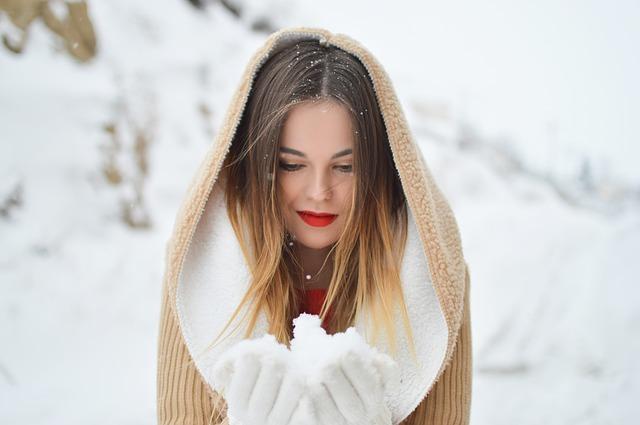 žena se sněhem