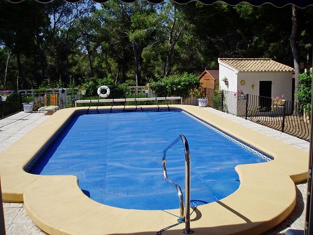 bazén na zahradě.jpg