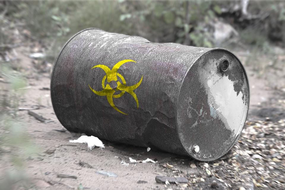 toxický odpad v sudu